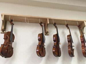 ヴァイオリン店の棚