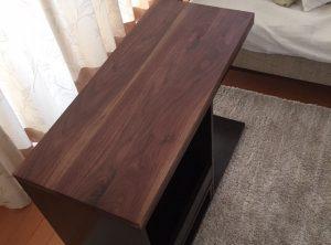 ウォールナットのサイドテーブル