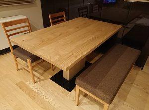 栗無垢材のテーブル