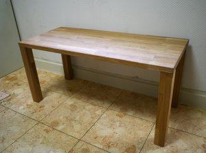 タモ集成材のテーブル