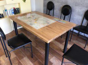 パインの待合テーブル