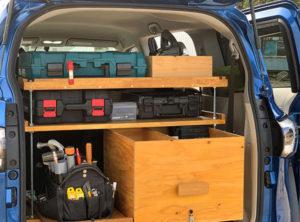 ゴムの車載用収納棚