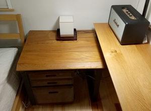 チークのサイドテーブル
