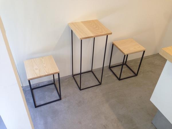 椅子とテーブル.jpgのサムネイル画像